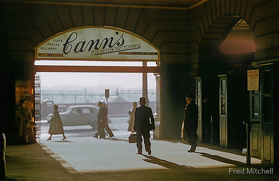 20121102112220_fred-mitchell-canns-entrance-flinders-street-station-1957.jpg